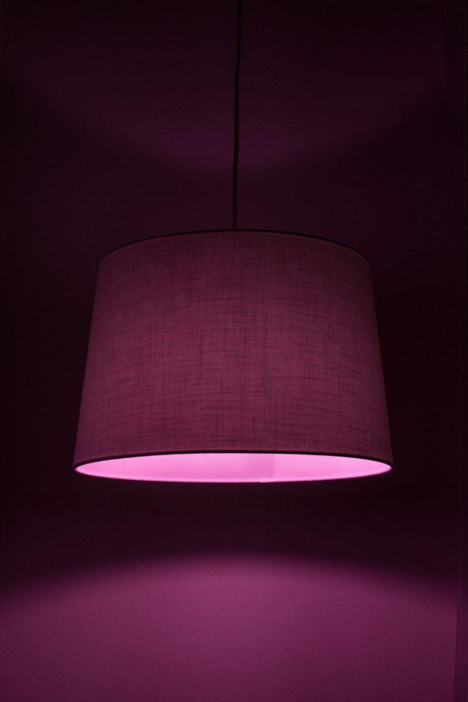 het psychologisch effect van kleuren op je interieur paars